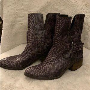 DONALD J PLINER ✨ Leather Boots